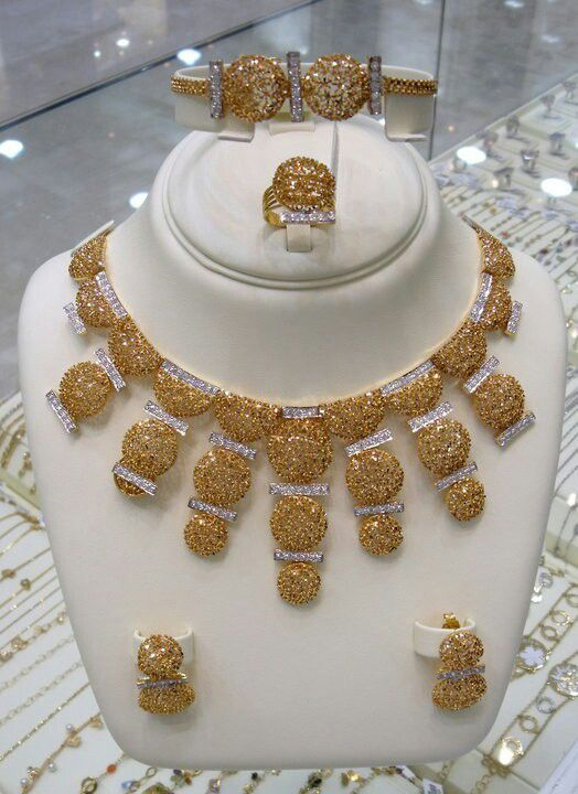 Jewellery Designs And Collections From Saudi Arabia Pure Gold Jewellery Online Gold Jewellery Silver Diamond Necklace