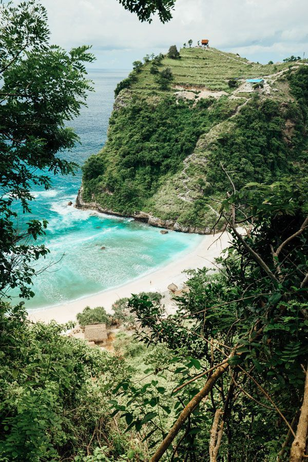 BEAUTIFUL ATUH BEACH ON NUSA PENIDA, BALI - Journey Era