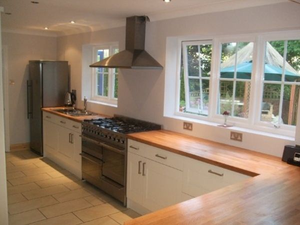 Cream kitchen oak worktops 1 jpg 600 450 home for Kitchen units and worktops