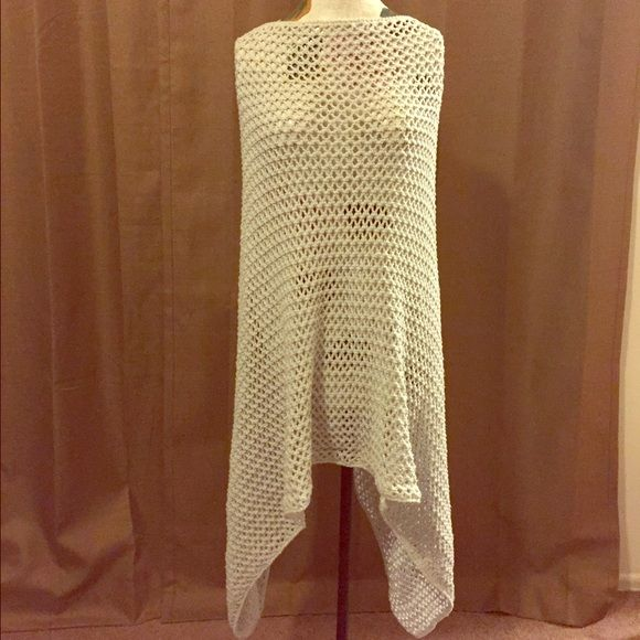 """Knitted poncho shawl nude beige gray one size Bought this at a boutique in the hamptons. Such a pretty cut """"V"""". Knitted light gray color. One size. Perfect for the spring weather coming up!! Tags urban outfitters free people forever 21 gap Urban Outfitters Sweaters"""