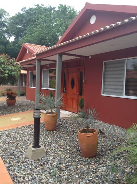 Casa Patricia R.: Casas De Estilo Moderno Por ARQUITECTOnico
