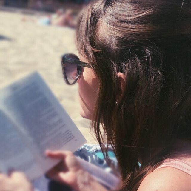 Happy Sunday  _ Journée repos et travail sur le voyage de Noces  _ #plage #beach #livre #lecture  Ha...