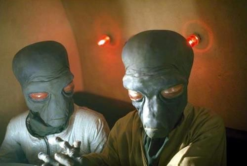Cantina Aliens War Stuff