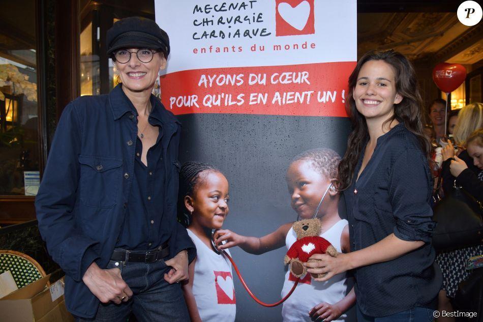 Ines De La Fressange Et Lucie Lucas Lancement De L Operation Petits Dejeuners Du Coeur Au Pr De La Fressange Ines De La Fressange Mecenat Chirurgie Cardiaque