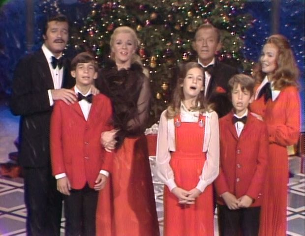 Bing Crosby Christmas Special - 1972 - with Robert Goulet & Carol ...