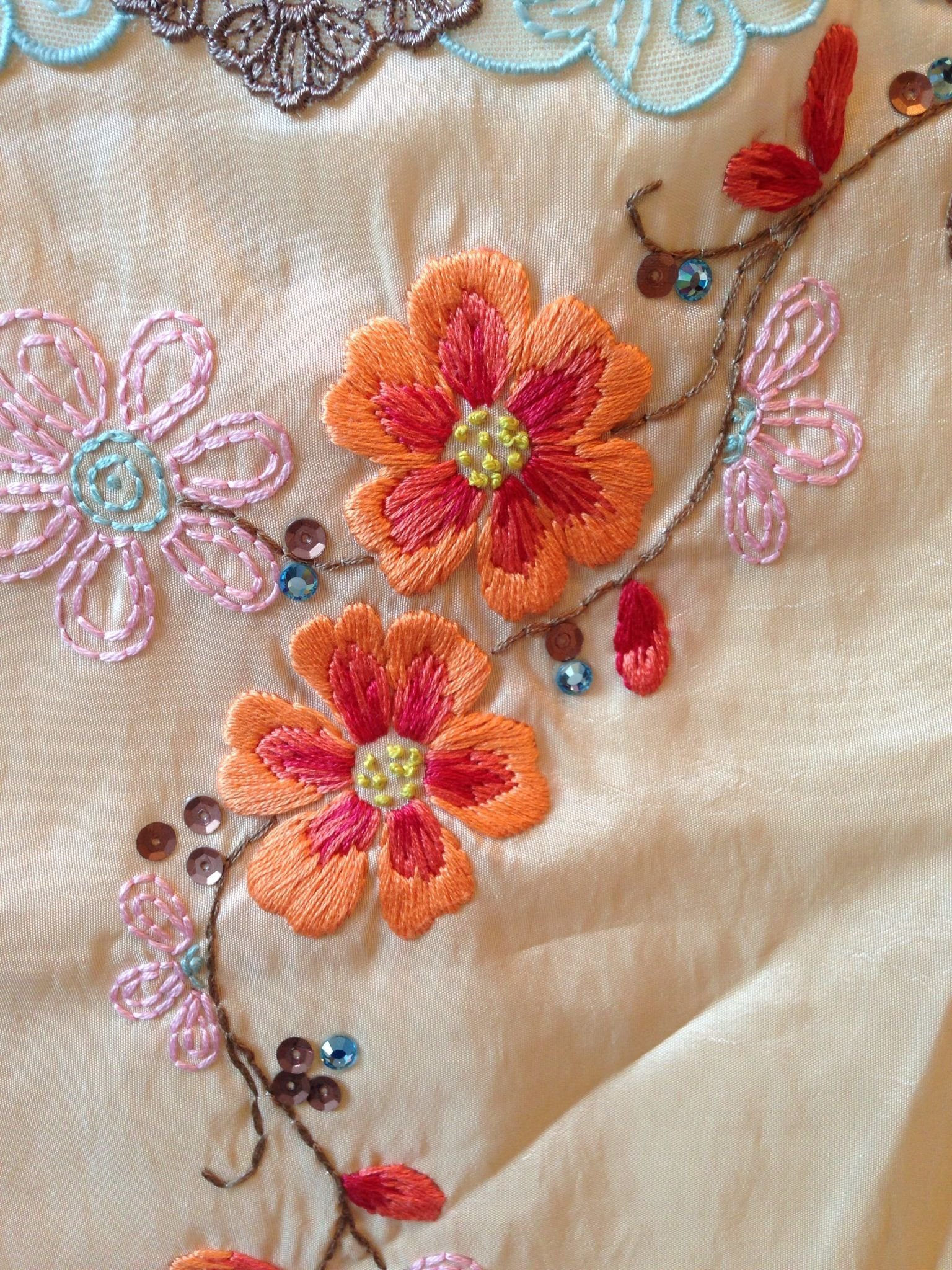 Embroidered flowers 자수프랑스 pinterest embroidered flowers
