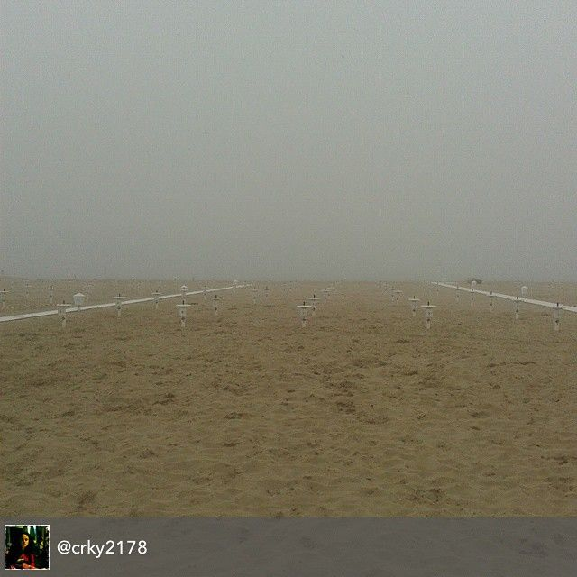 #myrimini #raccontarimini #oggi  #è Un #maggio #novembre #qui Al #mare Di #rimini #regram di @crky2178