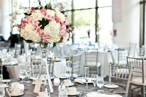 conseils décoration de table mariage gris et rose | mariages gris