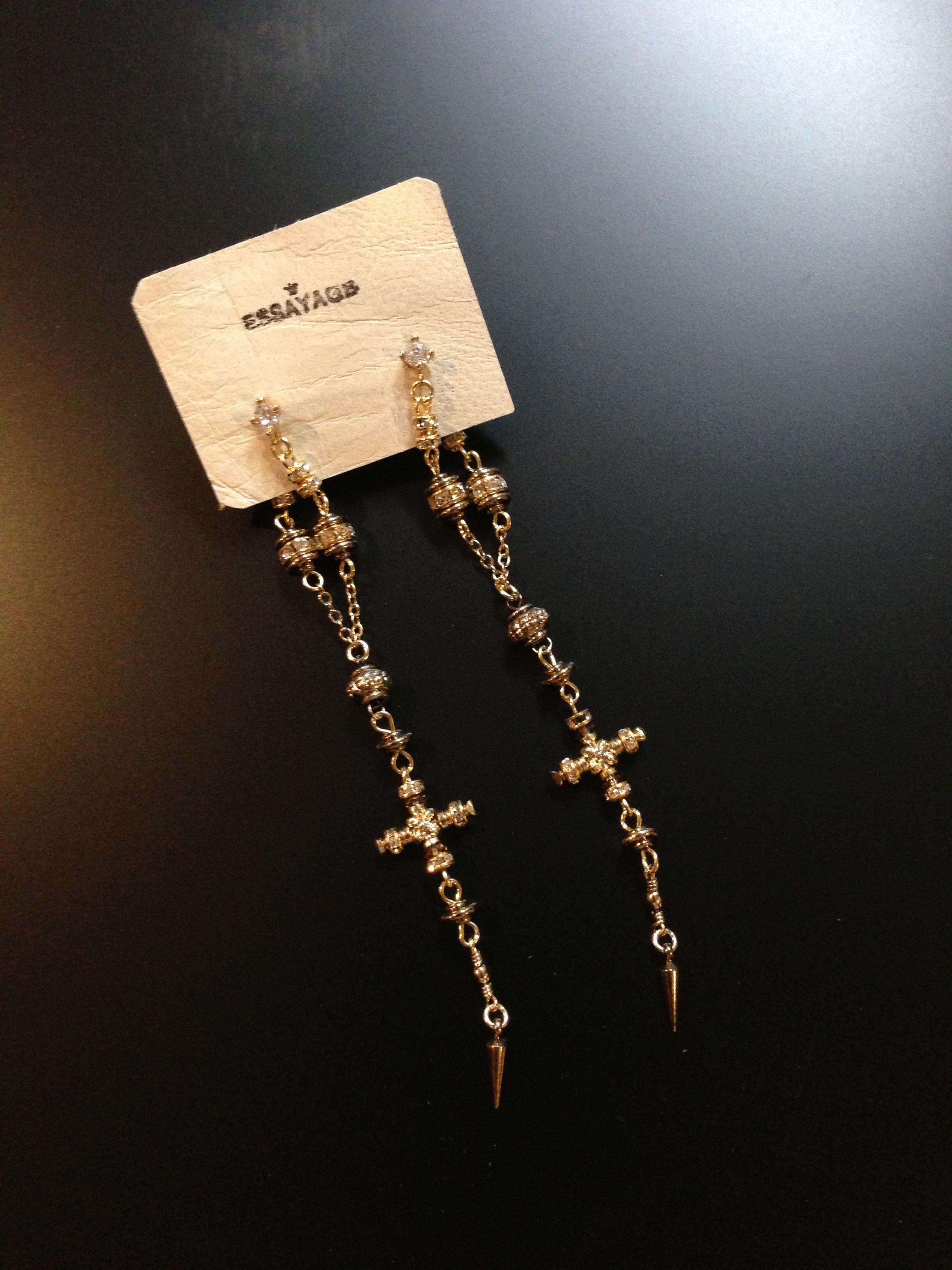 ESSAYAGE earrings