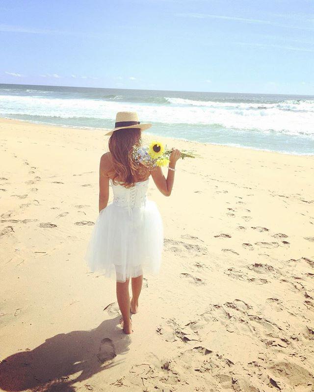 _ #前撮り してきた✨ デジカメが壊れるとゆーハプニングで結局iPhoneで… お気に入りショットたくさん撮れました _ #marriage#wedding#bride#party#flower#sunflower#sea#beach#sunny#saltyhair#love#doublesuzuki#roadtomarriage#mylife#instagood#instawedding#flowerstagram#결혼#신부#結婚#結婚式#ウェディング#ウェディングドレス#ブライダル#プレ花嫁#2016秋婚#ビーチフォト#セルフ前撮り#ひまわり
