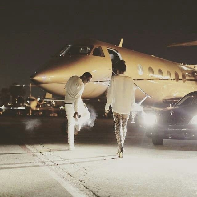 Diddy and cassie boarding a private jet in Vegas at the ...