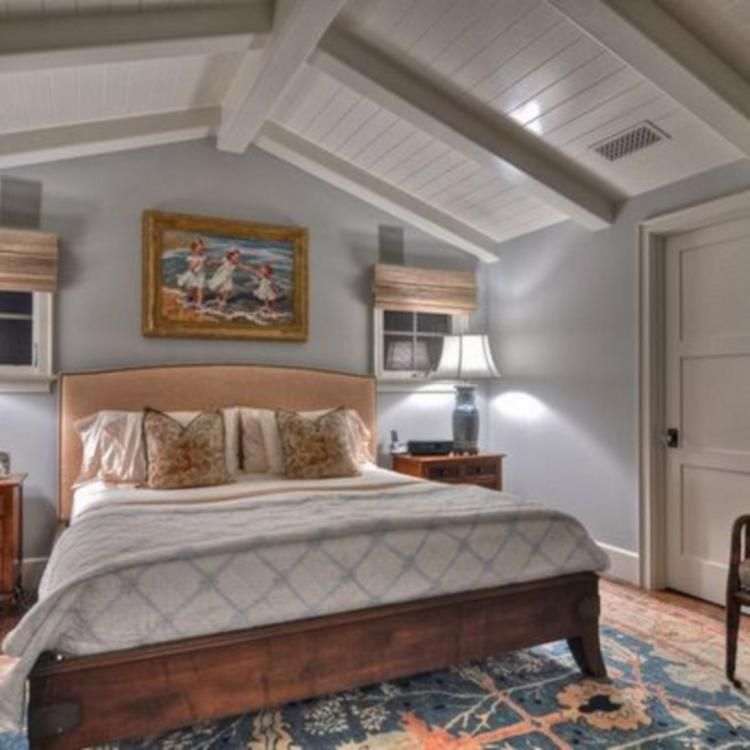 30 Vaulted Ceiling Bedroom Design Ideas For