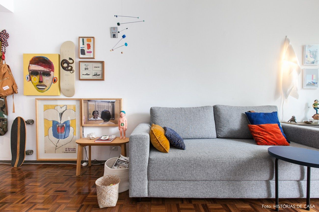 Sofa Cinza E Almofadas Coloridas Klippan 2 Seater Size Apê Pequeno Alugado Com Varanda Sala De Estar Living