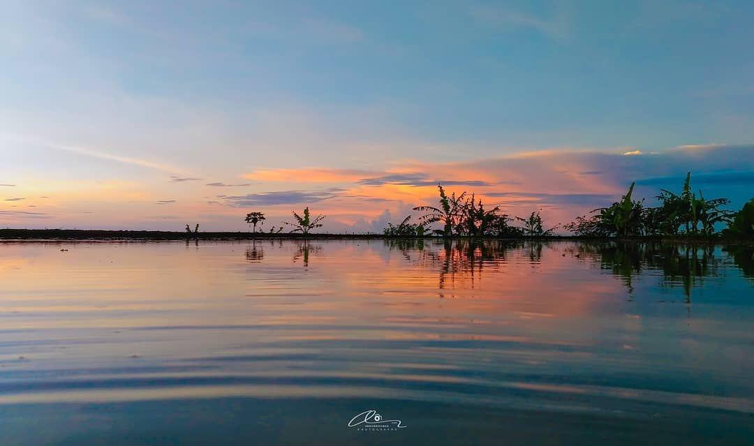 ⬇️ 🌄 Ketika Pagi Bercermin 🏞️ 🌄 When Morning Reflects 🏞️ . 📱 : Asus Zenfone 2 Laser. 📅 : 30.09.2020 M. 📆 : 13 Safar 1442 H. 🌏 : Kawali, Jawa barat, Indonesia. . . . . #abdurrohmanphotography #abdurrohmanphotography2020 #naturephotography #nature_captures #nature_hunter #nature_lovers #naturelandscape #bns_nature #loves_united_natute #nature_royals #reflectionphotography #nature #alam #water #air #morning #refleksi #cermin #pesonaindonesia #pesonajawabarat #exploreciamis #asuszenfone2lase