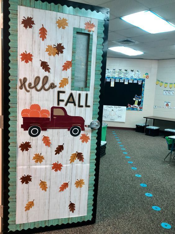 18+ Spooky Halloween Decoration Ideas & Designs For Classroom 2019 #halloweenclassroomdoor