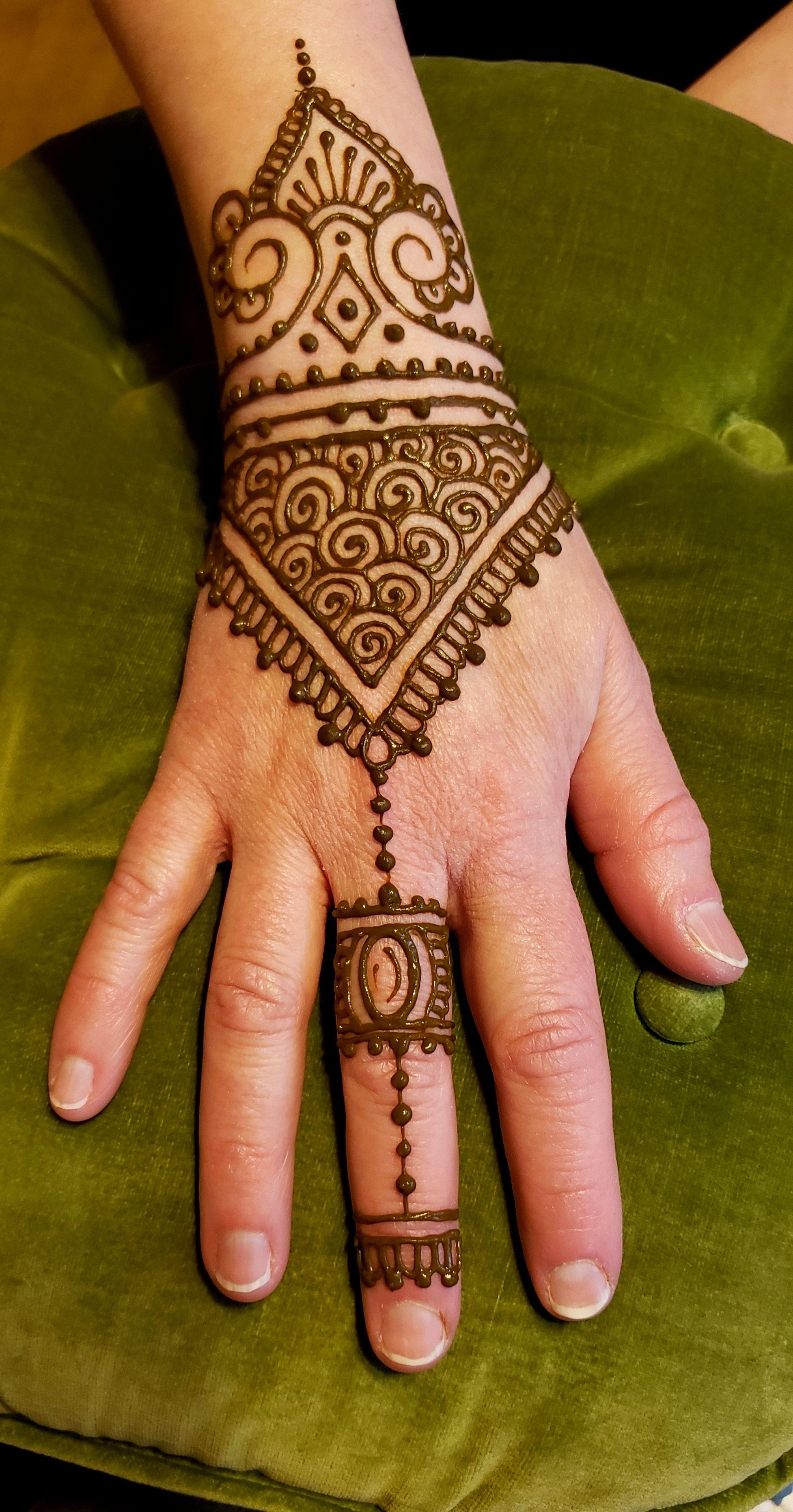 Henna Tattoos Mehndi Luna Henna Tattoo Artist Near Me In 2020 Henna Shop Henna Tattoo Tattoo Artists Near Me