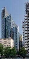 Dit is the willings building. Dit is een kantoorgebouw die bestaat uit 3 verdiepingen. Hij is ontworpen door Norman Foster.