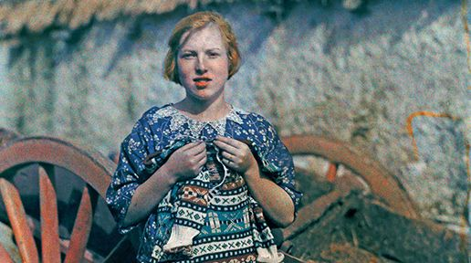 A young girl knits a wool garment in Ardara. Image: Clifton R. Adams / National Geographic.