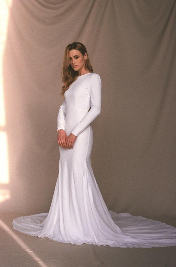 497847e579be Modern crepe wedding dress - Minimalist bridal gown - Simple sexy ...