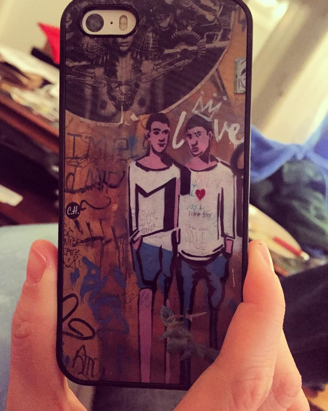 Got a $5 customized phone case thanks to a @groupon featuring @printer_pix. It's even rubberized for all the times I will inevitably drop my phone. The image is street art from @danbrooo and my trip to Berlin. -- #customize #phonecase #deal #berlin #germany #travel #vacation #memories #streetart #graffiti #art #chicagoblogger #windycitybloggers #chicago #chicagopics #chicagoart #chicagogram #blogger #lblogger #frugal #thrifty