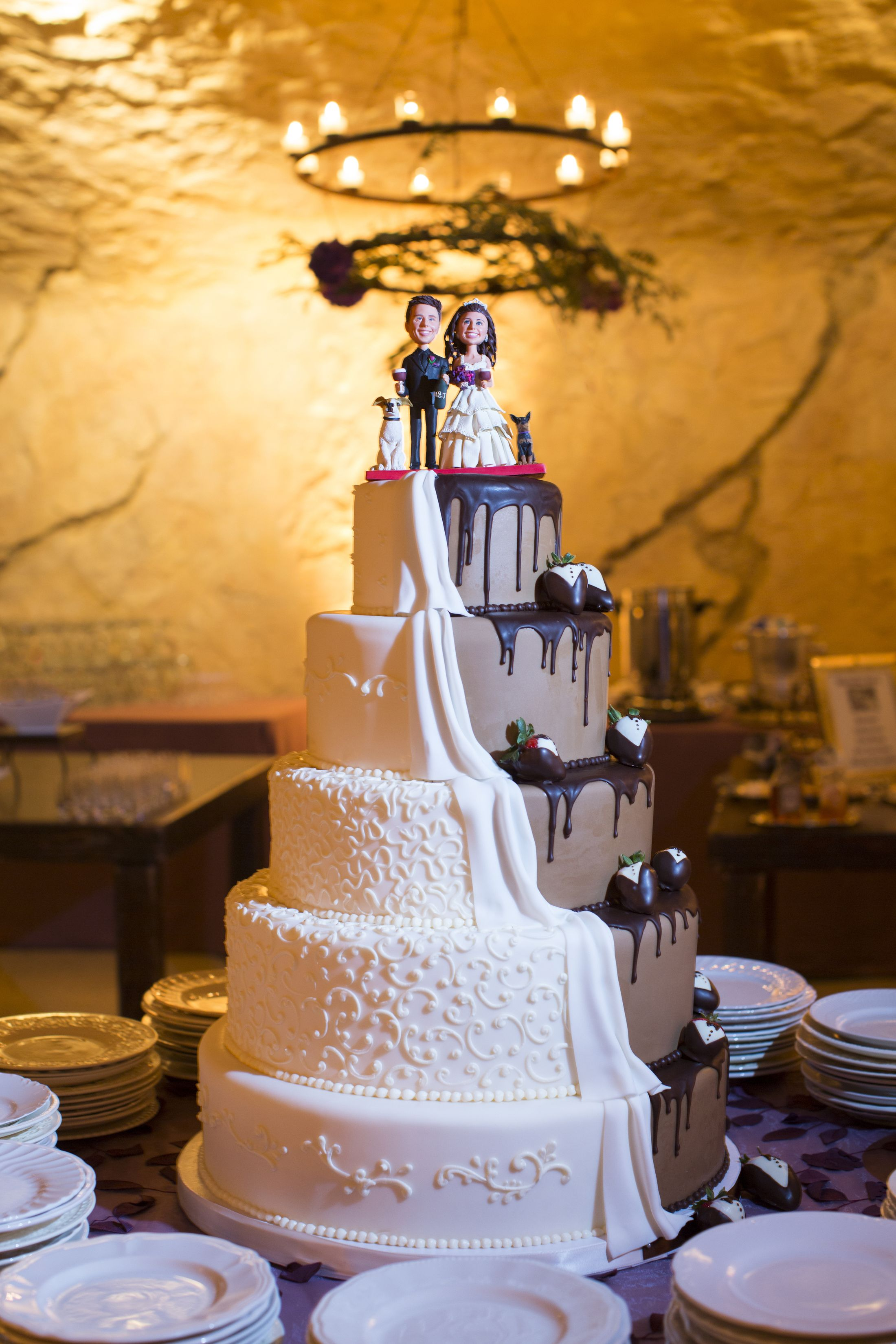Traditional On One Side And Creative The Other Is This Wedding Cake For Jeff Dunham Married To Audrey Murdick Vanilla Sponge Lemon Mousse