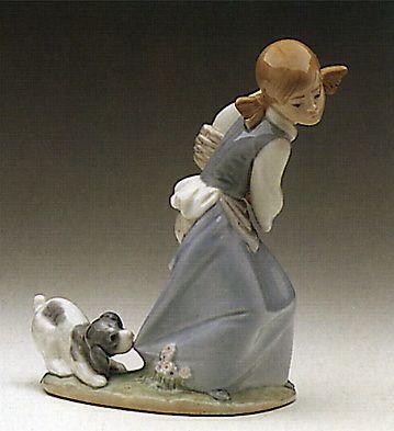 Lladró porcelain figurines. DOG IN THE BASKET