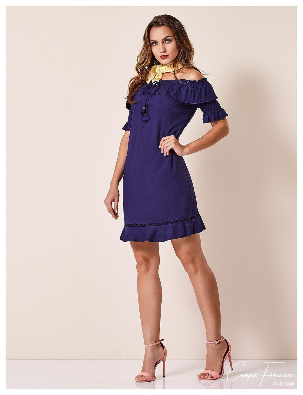 45223ea39 Cora Canela, vestido Cora Canela Azul Marinho. Lenço amarelo no pescoço.