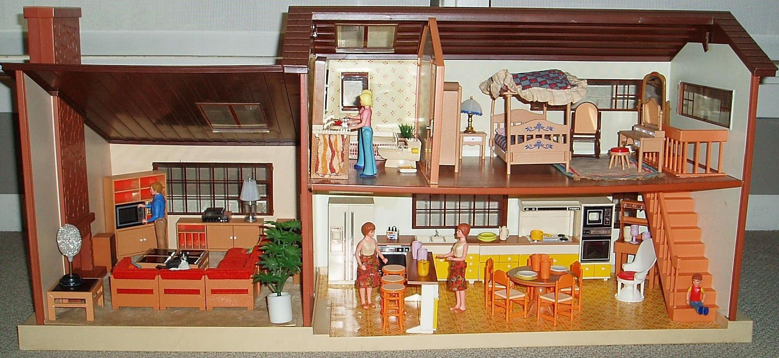 cbdb51426777152d8d92b0f71af80db6 - Tomy Smaller Homes And Gardens Dollhouse For Sale