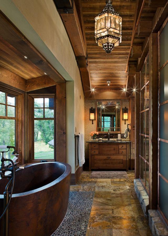 badewanne aus holz freistehend im raum platziert chalet stil bad bath and wellness mein bad. Black Bedroom Furniture Sets. Home Design Ideas