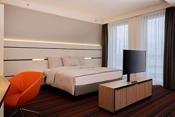 Eines der Hotelzimmer im Hyperion Hotel Hamburg (direkt im Zentrum und in der Nähe von der Hafencity, dem Bahnhof und der Reeperbahn)