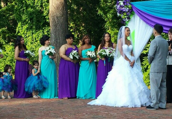 I Like The Way The Bridesmaids Are Rotating Between The Two Colors