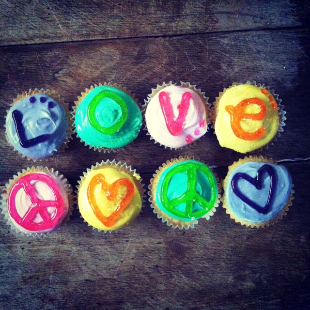 cupcakes (: peace and love!