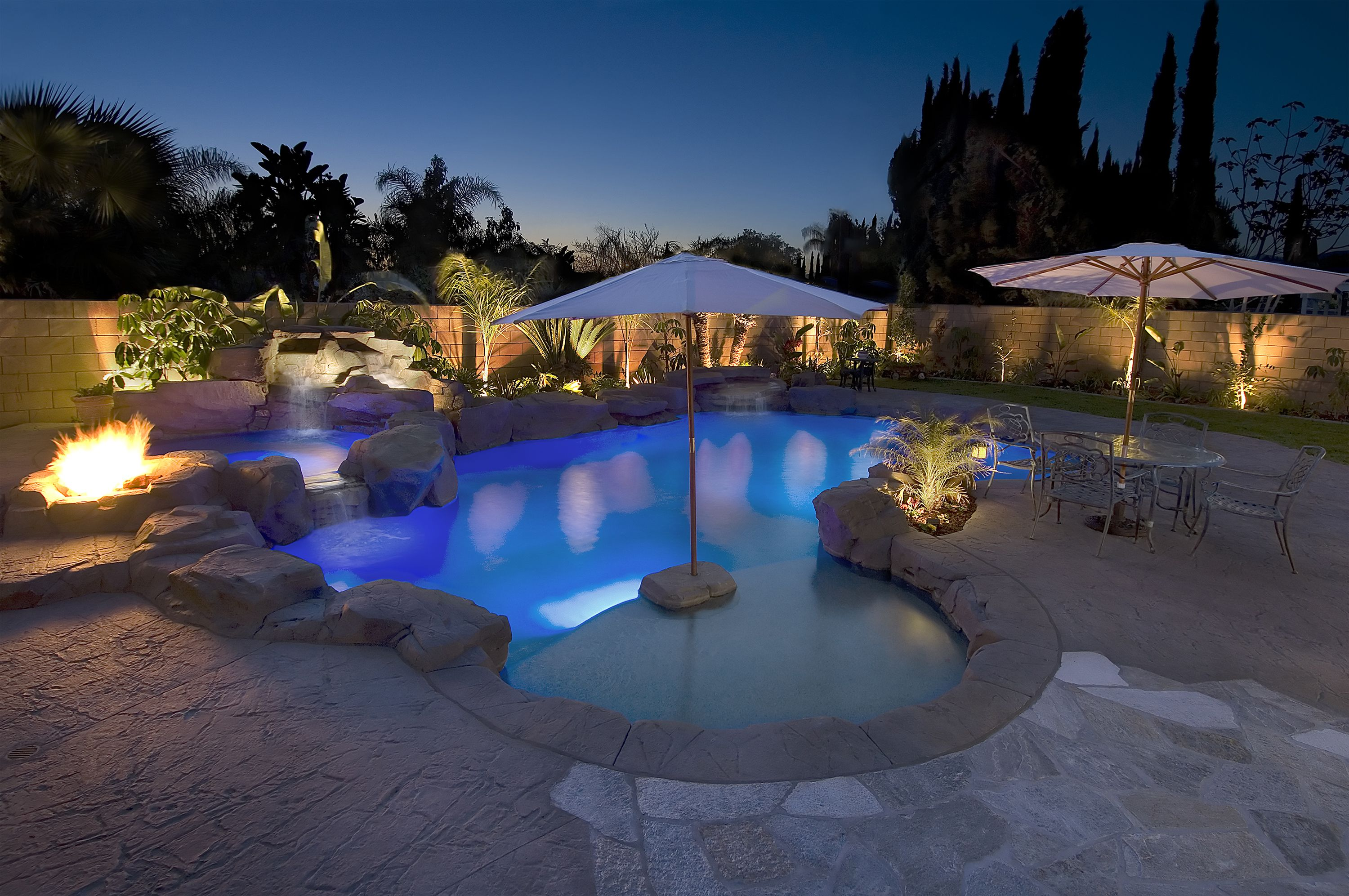 Addicted canada house backyard swimming pool lights for Pool builder quotes