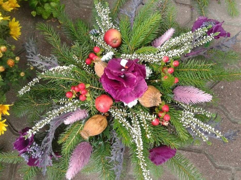 Znalezione Obrazy Dla Zapytania Wiazanki Na Wszystkich Swietych 2016 Floral Floral Wreath Decor