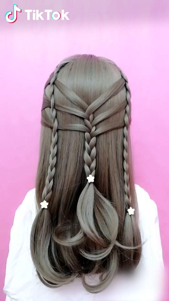 Super Einfach Eine Neue Frisur Auszuprobieren Laden Sie Tiktok Noch Heute Herunter Um Mehr Frisur Zu Finden Haare Hair Styles Hair Videos Hairstyle