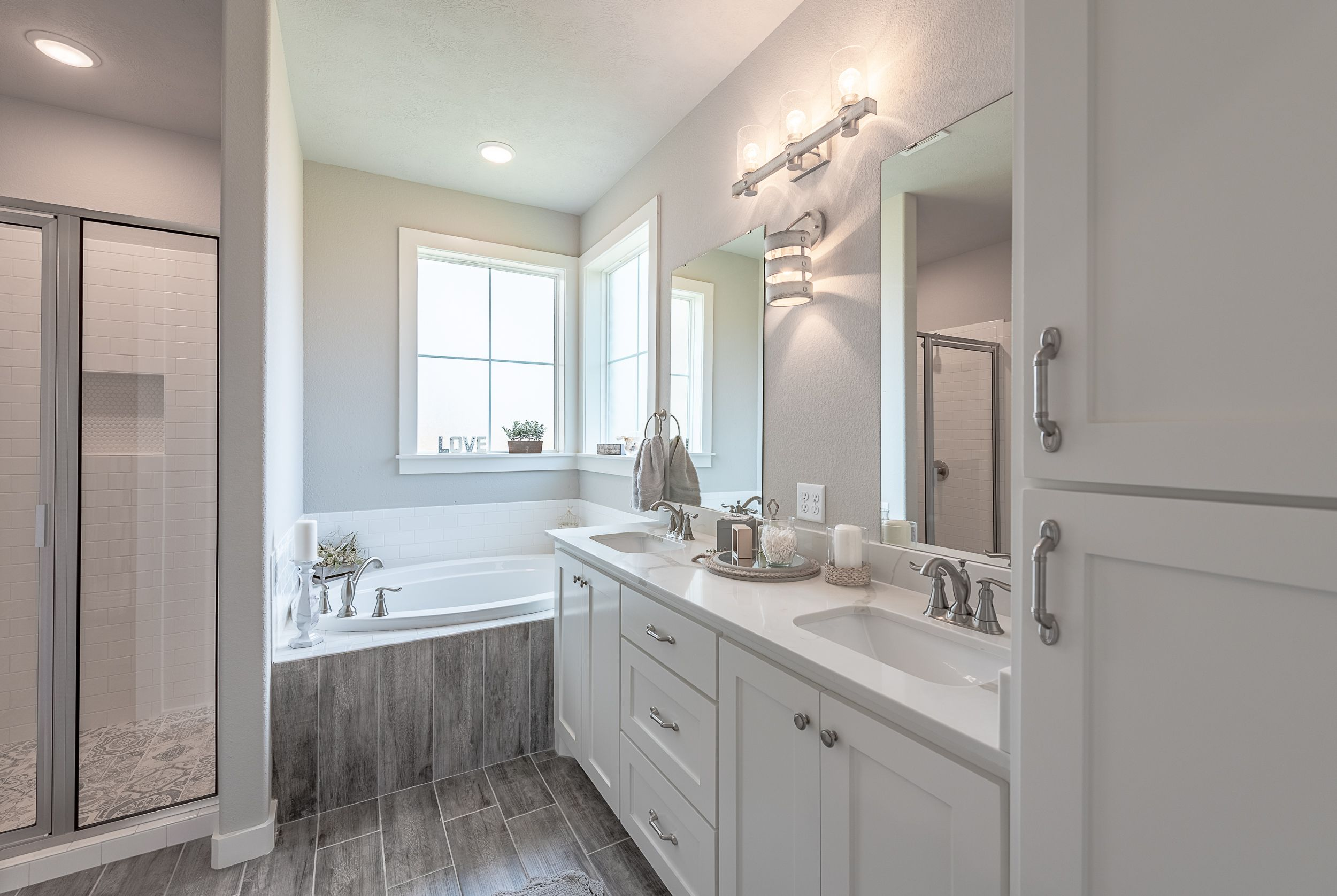 Farmhouse Style Master Bath Love The Grey Wood Tile In