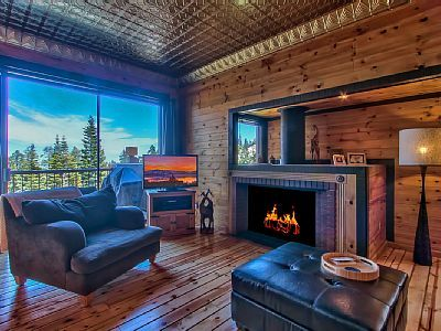 VRBO.com #485388 - Steps to Chairlift! Private Hot Tub,Close to Lake,Casino, Views, Fireplace, Wifi