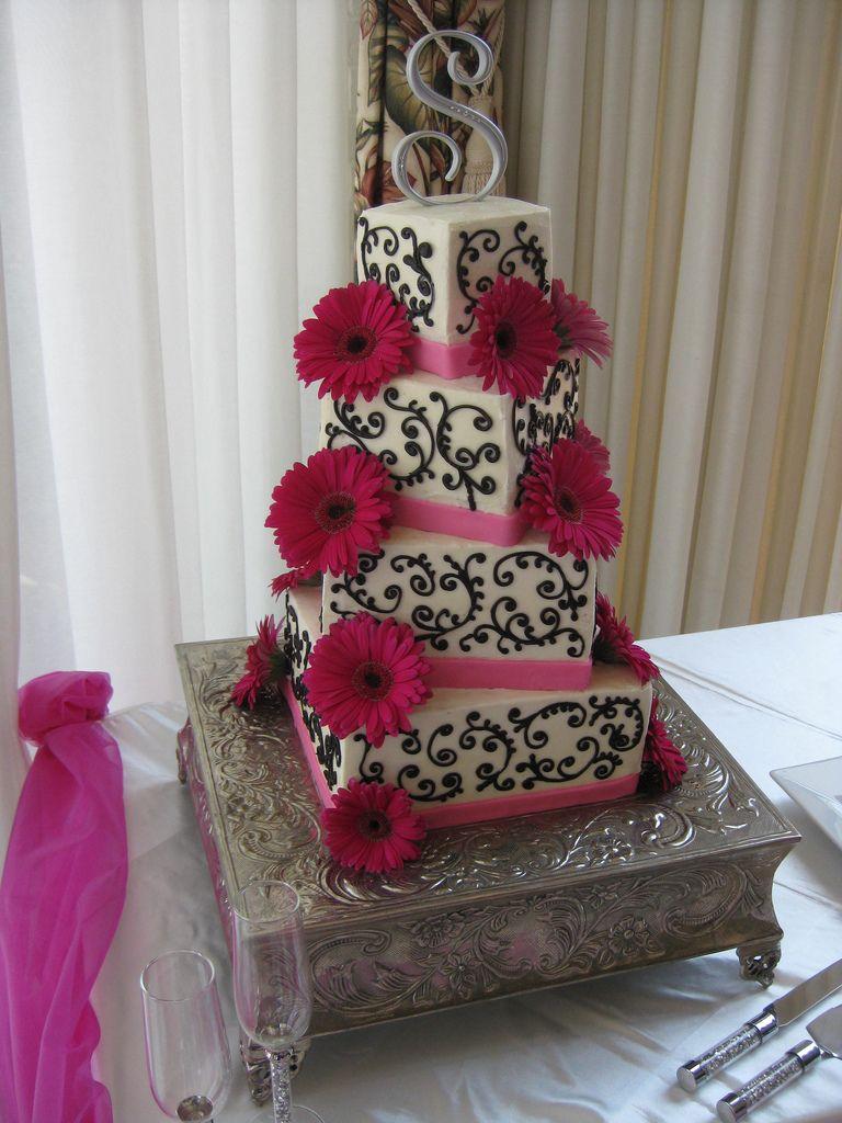 Pink gerber daisy wedding cake northshore country club cakes pink gerber daisy wedding cake junglespirit Gallery