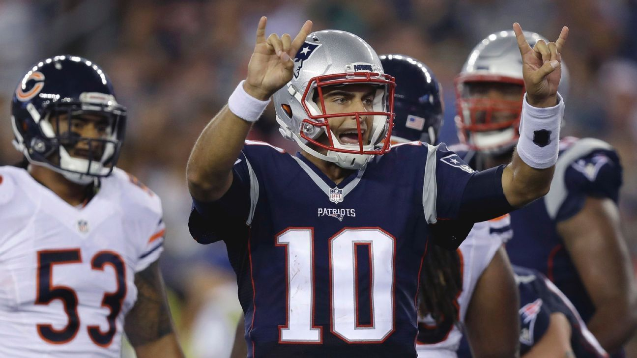 Tom Brady Scissors And Jimmy Garoppolo An Audible Out Of Nowhere New England Patriots Game New England Patriots Patriots Game