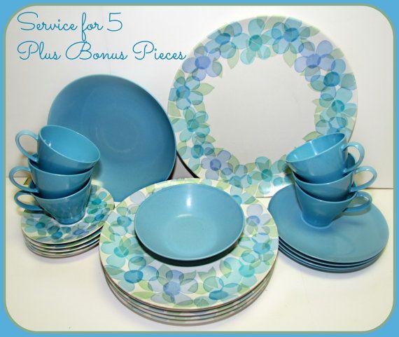 Vintage Blue Green Flower Melmac Dinnerware By Grammysgoodys 39 00 Blue Vegetables Melamine Dishes Melamine Dinnerware