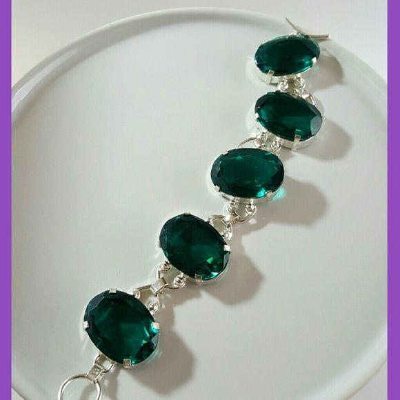Emerald green sparkly Quartz silver link bracelet Gorgeous cut Quartz in a deep bluish green. BOLD! Set in 925 silver. Bracelet adjusts from 7.5 to 8.75 inches Jewelry Bracelets