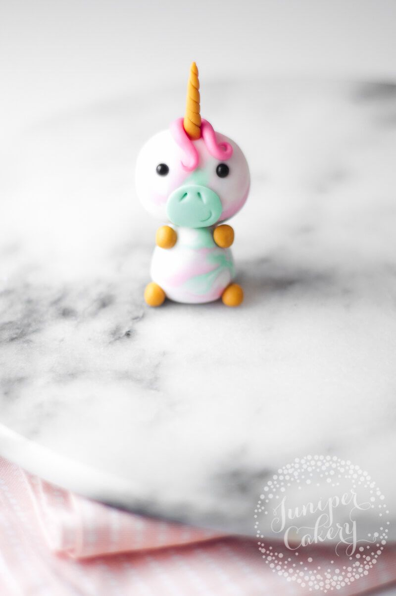 Utterly Adorable Fondant Unicorn Cupcake Topper Tutorial - Unicorn cupcakes toppers, Cupcake topper tutorial, Unicorn cupcakes, Cupcake toppers, Unicorn cake, Cool birthday cakes - Add a little touch of magic to your next party and try out our fondant unicorn cupcake topper tutorial! A cute unicorn    what's not to love