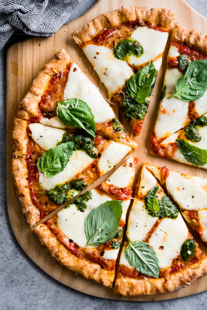 This gluten-free pizza crust recipe is quick and easy. Made with few ingredients, it bakes up brown and crispy on the outside and chewy on the inside. #pizza #glutenfree #pizzacrust #pizzadough #recipe #mozzarella #brazilian #cheesebread #tapiocaflour #pãodequeijo
