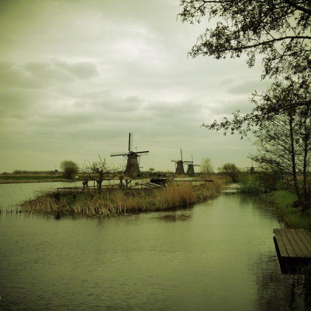Kinderdijk holland windmill landscape