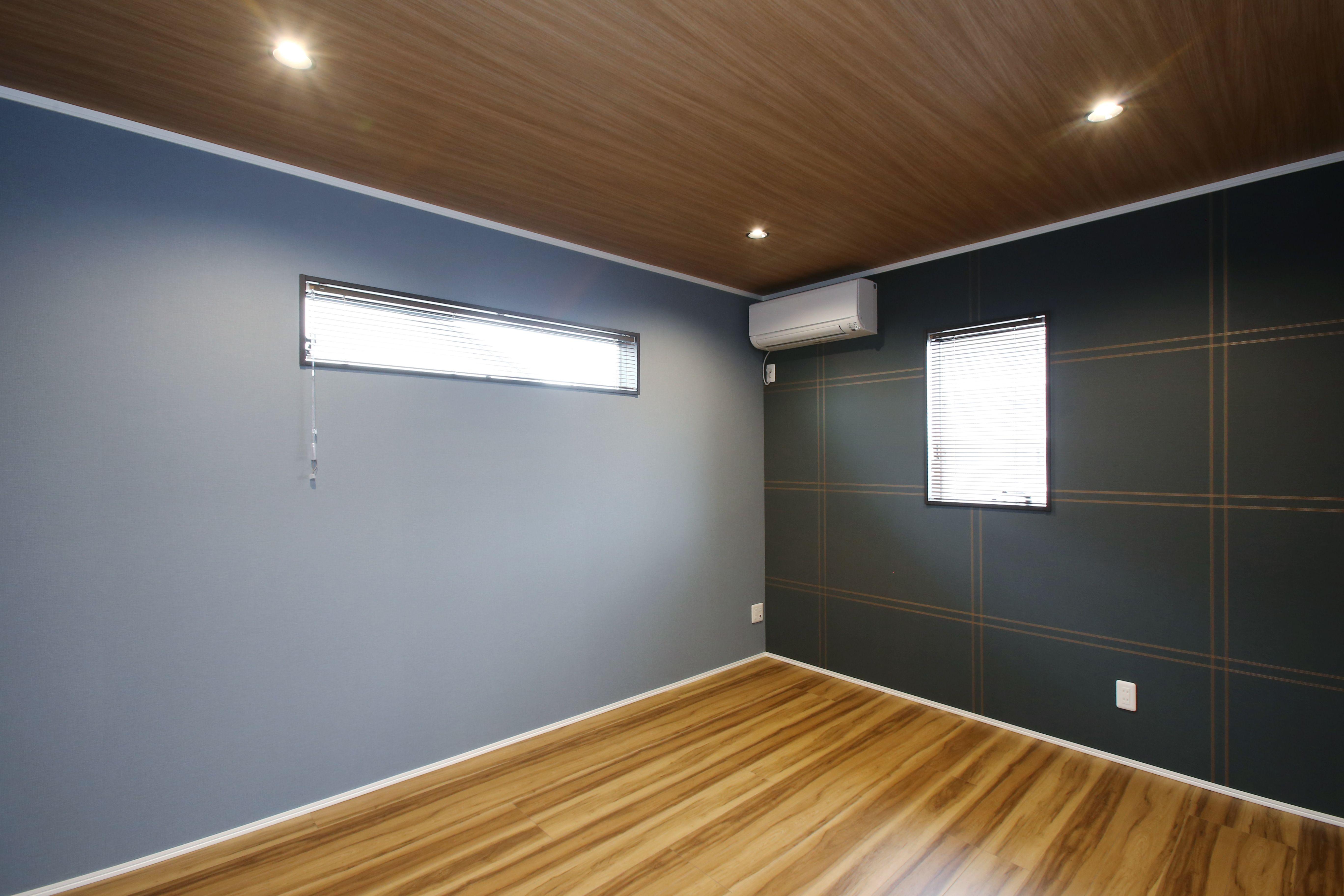 壁紙 天井クロスの組み合わせにもこだわったおしゃれな寝室 インテリア 内装 洋室 ダウンライト
