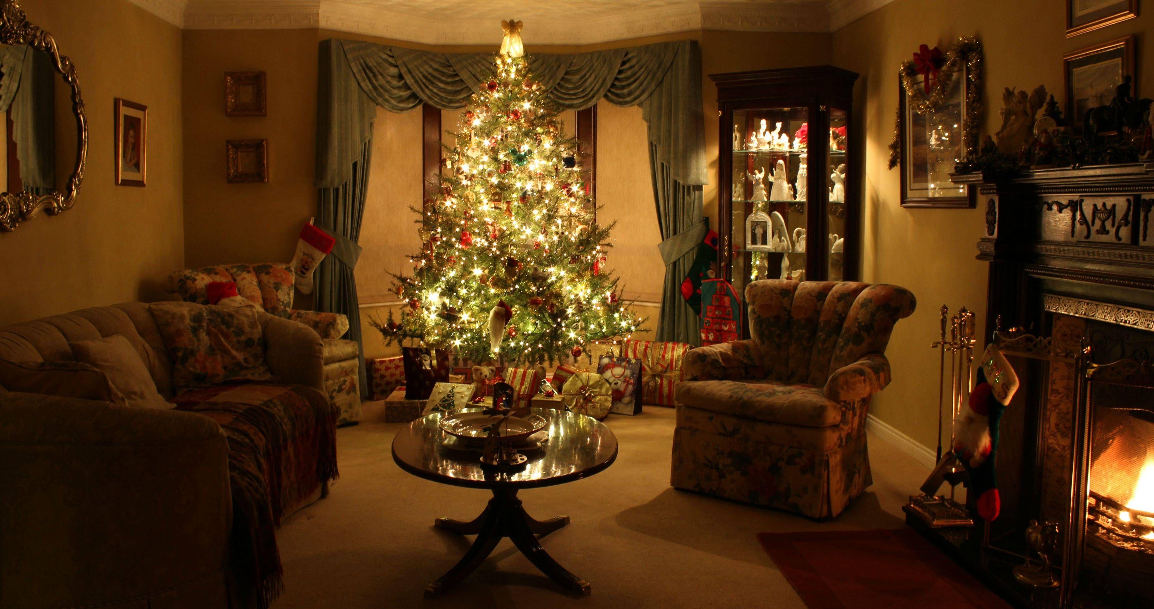 I Think My Living Room Oozes Christmas If I Say So Myself Christmas Living Rooms Cozy Christmas Living Room