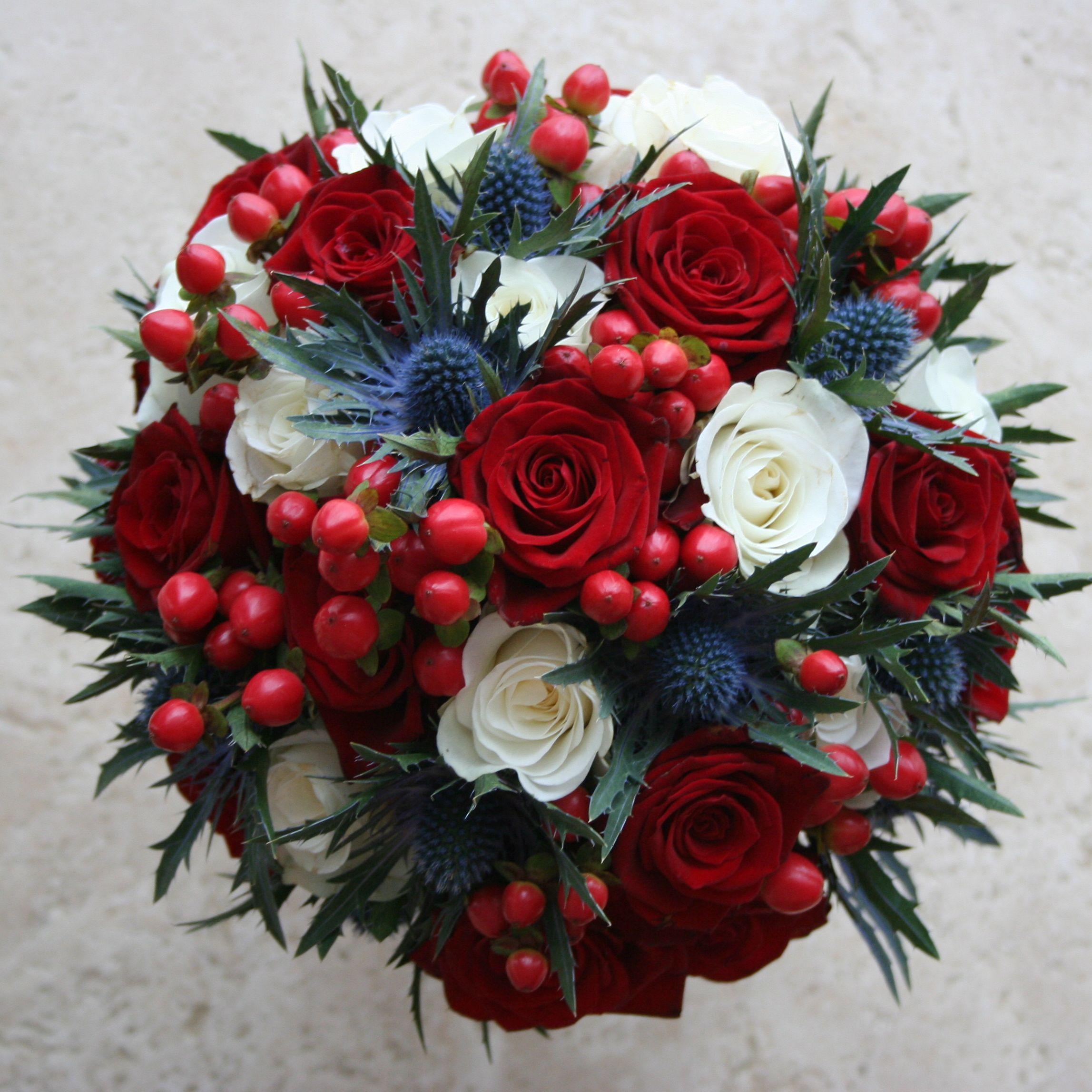 Свадебные букеты красных и синий фото