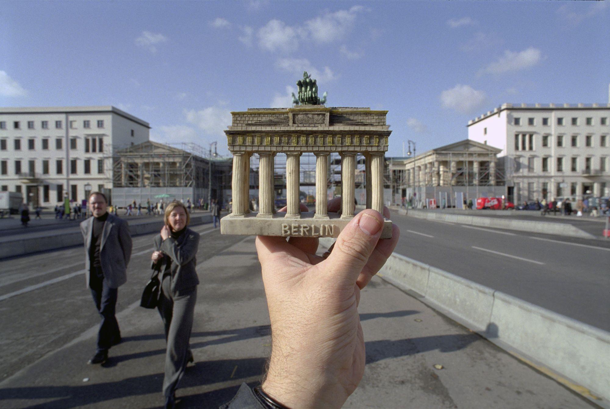 Brandenburg Gate Resin Model Brandenburg Gate Berlin Germany Optische Tauschung Bilder Brandenburger Tor