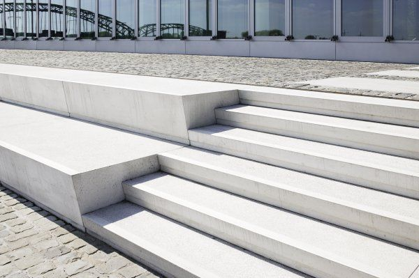 doppel stufe sitzen 1m h he freiraum treppe pinterest sitzen treppe und stufen. Black Bedroom Furniture Sets. Home Design Ideas