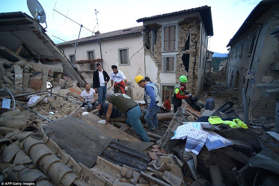 At Least 250 Dead After 6 2 Magnitude Earthquake Rocks Central